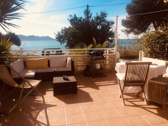 Room to Rent on a private Beach   /Bed & Breakfast