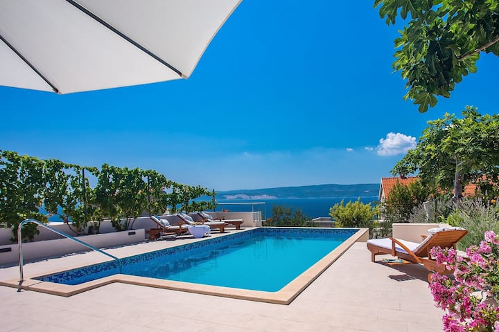 Villa Dasianda - only 90 m from the beach, private 30msq heated pool