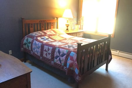 Country Comfort with Private Bed and Bath - Townsend - Casa