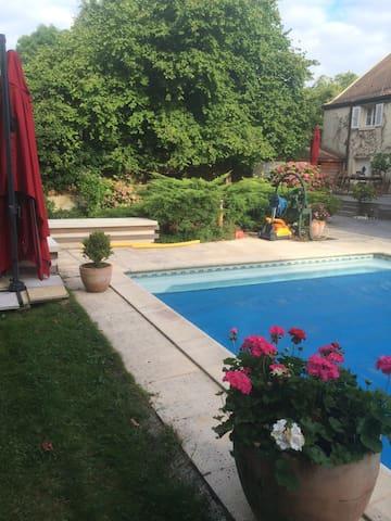 PRIX pour 3 Pers/1chambre/2 lits/piscine B&B - Chaumes-en-Brie