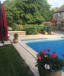 PRIX pour 3 Pers/1chambre/2 lits/piscine B&B - Chaumes-en-Brie - Guesthouse