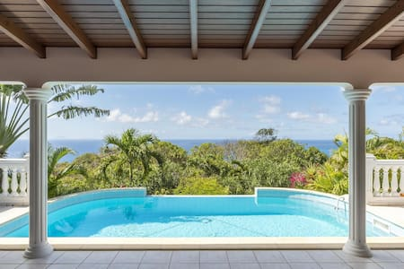 Villa Sunrock Located in Colombier - Sundeck, Swimming Pool, 5-Person Jacuzzi, Free Wifi, AC