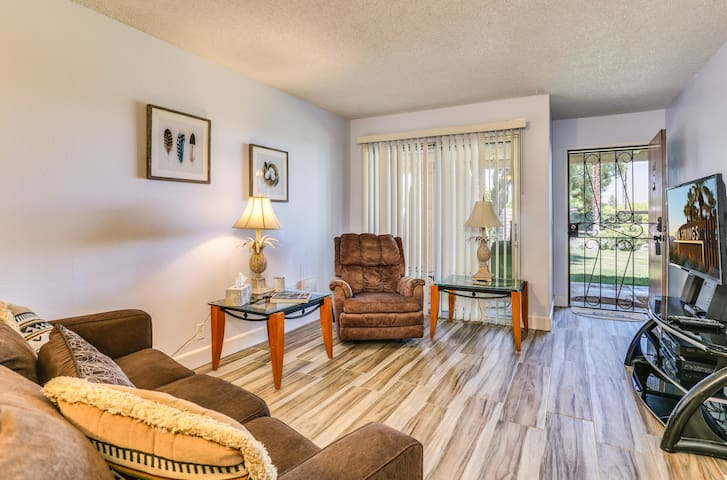 1 Bedroom Palm Springs Villas I 101