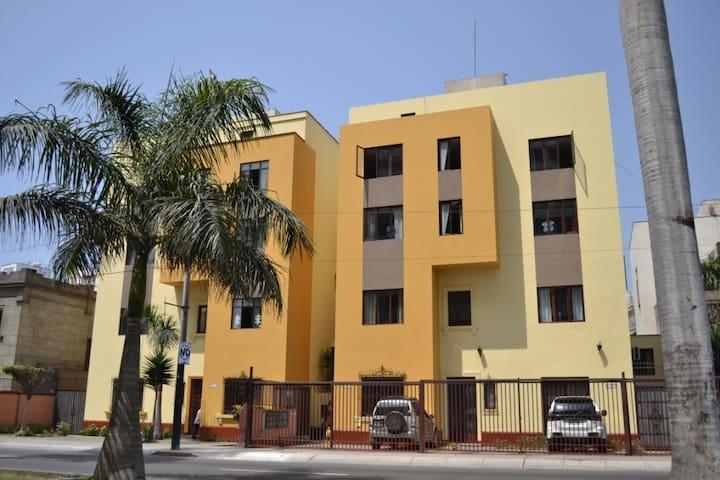 Cómodo mini departamento en San Isidro - San Isidro - Apartamento
