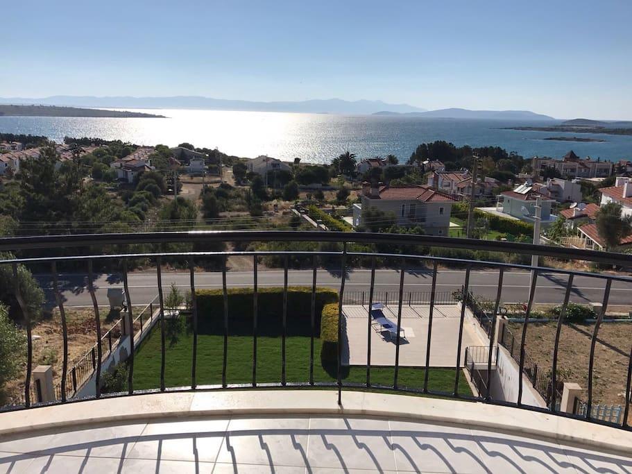 Blick vom oberen Balkon in den Garten
