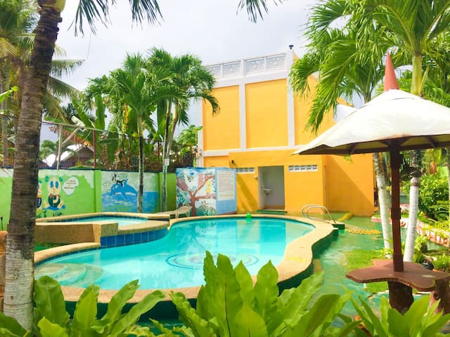 PRIVATE ROOM w/ swimming pool 5mins walk to BEACH