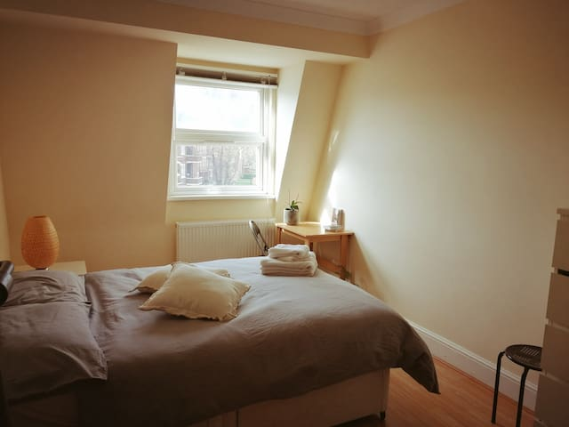 DOUBLE ROOM to share in a warm and quiet Flat