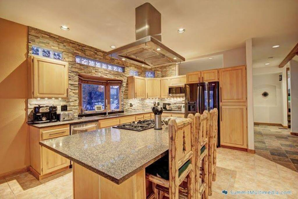 Gourmet Kitchen with island - Very spacious and gorgeous kitchen with granite counter tops and stainless steal appliances.