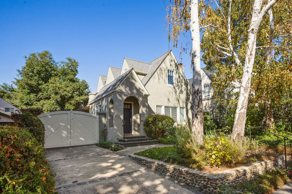 Perfect location just 5 minutes from Downtown Palo Alto