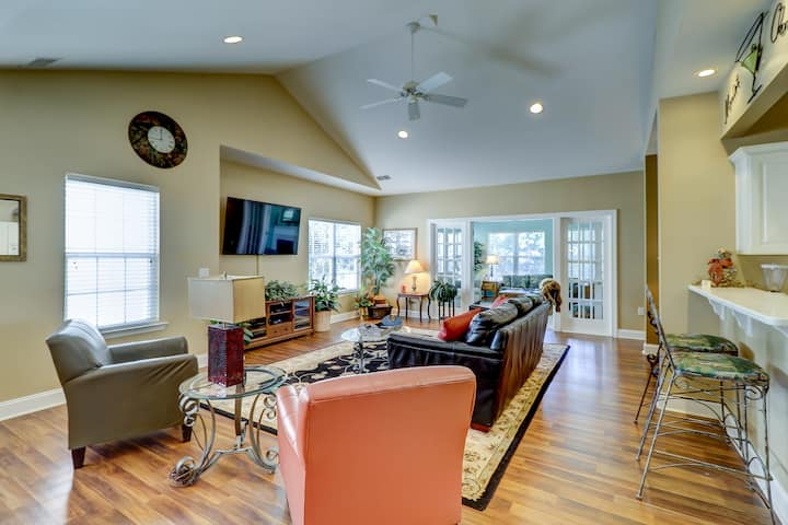 New listing! Bright home w/ shared pool, on-site golf, tennis & beach access!