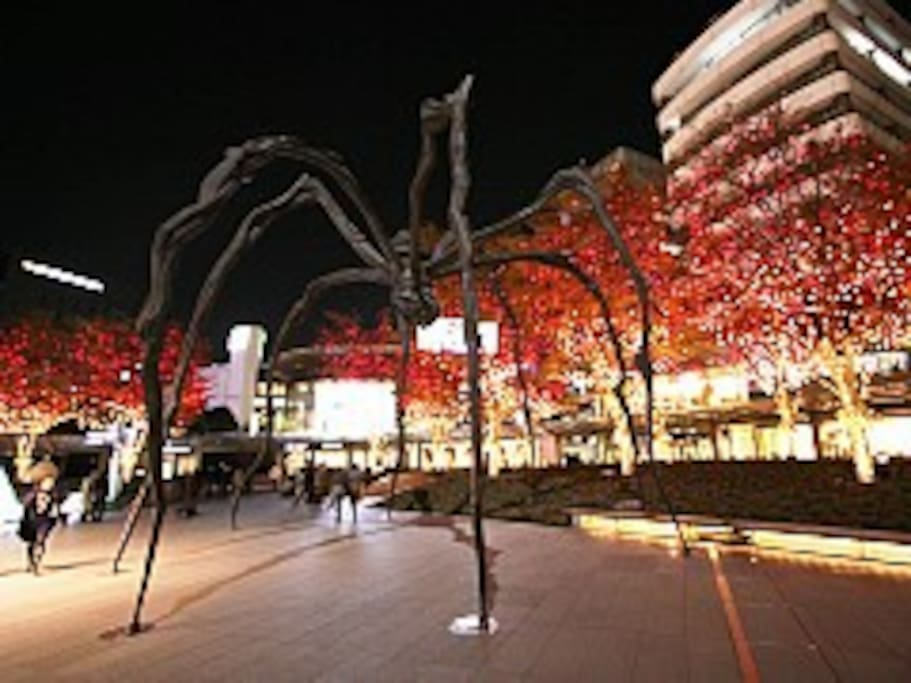 Roppongi Hills which is nearby has illumination through Christmas