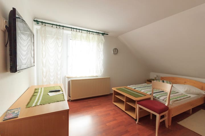 Double bedroom with balcony Guesthouse Pod Orehi - Kraberk