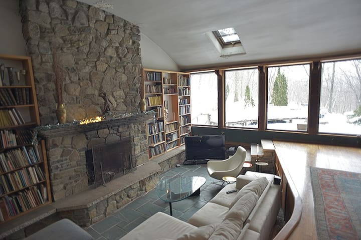 Hudson valley designer home midcentury post beam