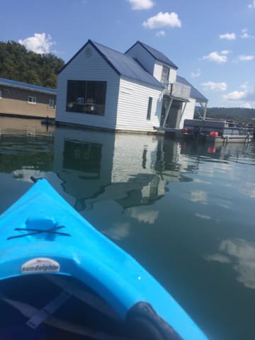 Summer fun floating cottage Norris - New Tazewell