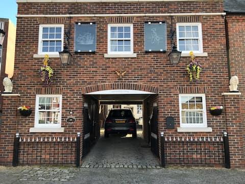 Lady Hamilton cottage