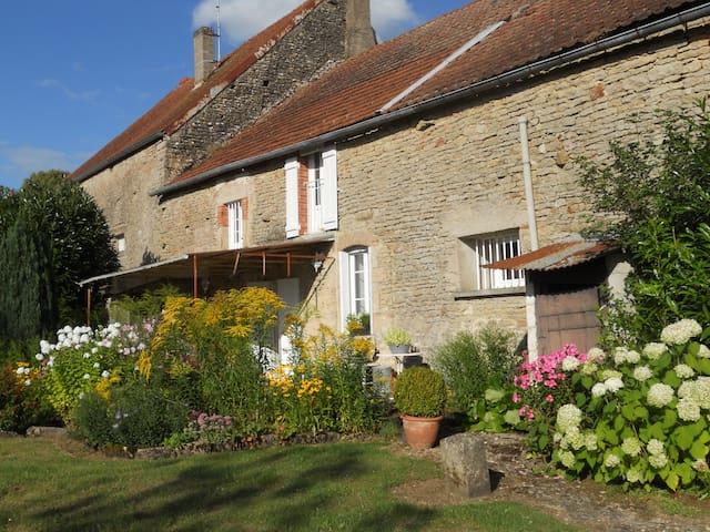 Belle demeure familiale en pierre à Montoillot - Montoillot - House