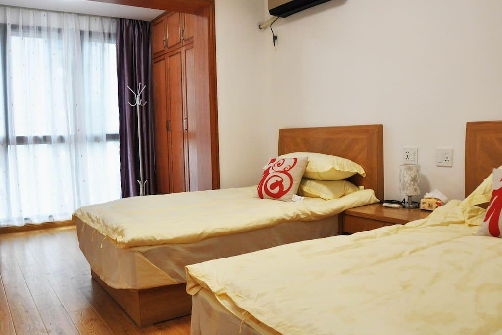 舒适的主卧室