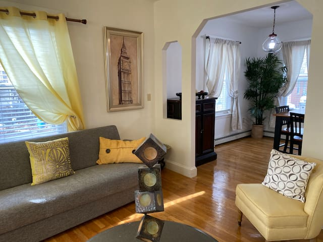Gorgeous 5 BR House with Free parking