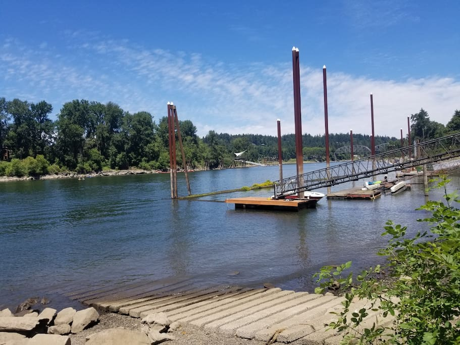 Nearby Willamette River boat dock, view north to Portland.