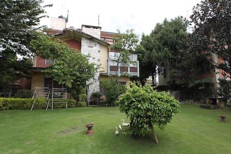 Sherpa Inn - a quiet home with a huge garden