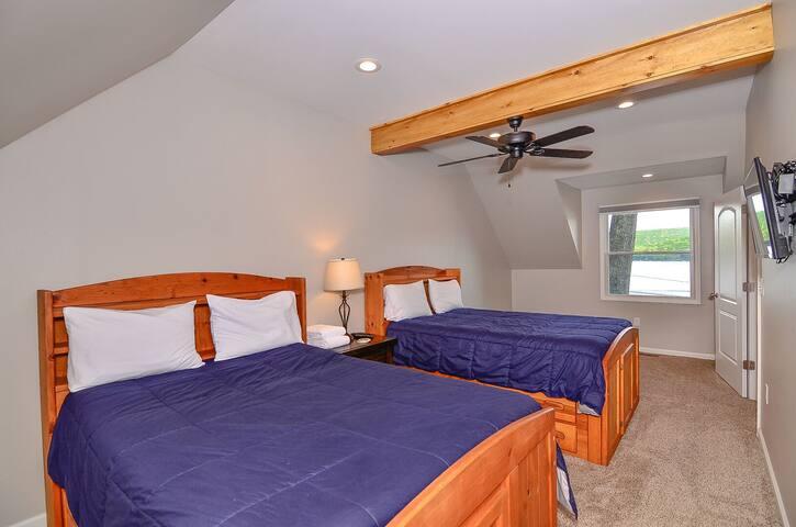 Bedroom 3: 2 doubles