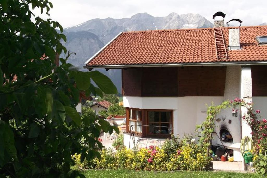 Haus with mountains in the background