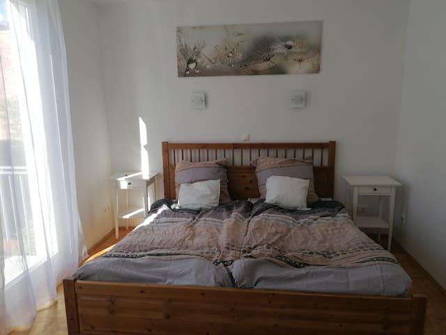 Hübsches Zimmer in Hinterhof-Idyll - mit Balkon