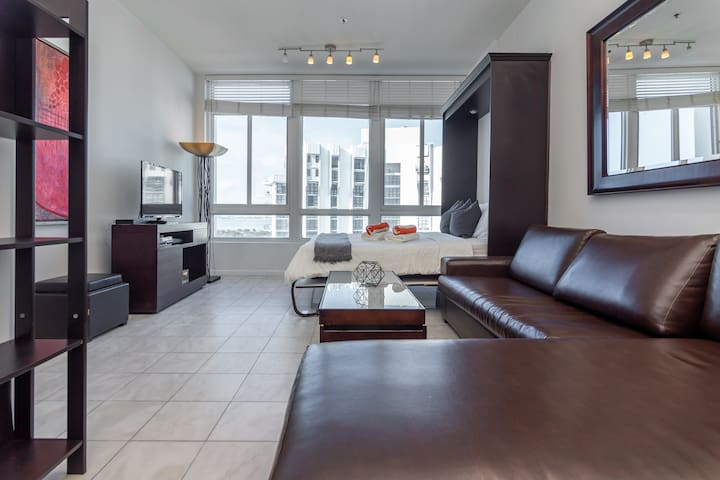★★★★★Skyline Luxury Penthouse with free Parking