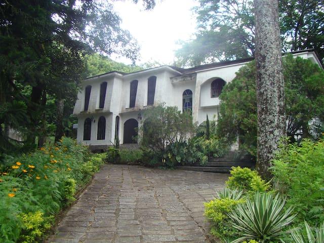 Casa de campo dos sonhos - Cachoeiras de Macacu - Blockhütte