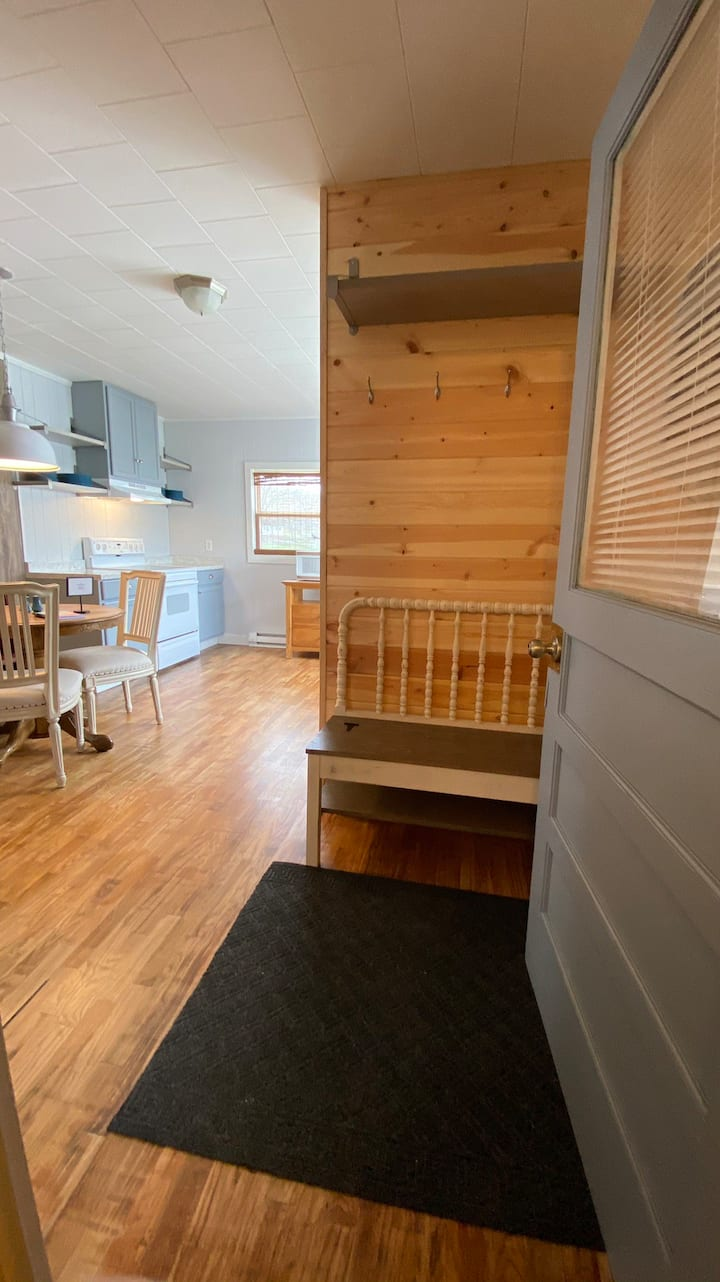 Earnhart Carriage House     (no cleaning fee)
