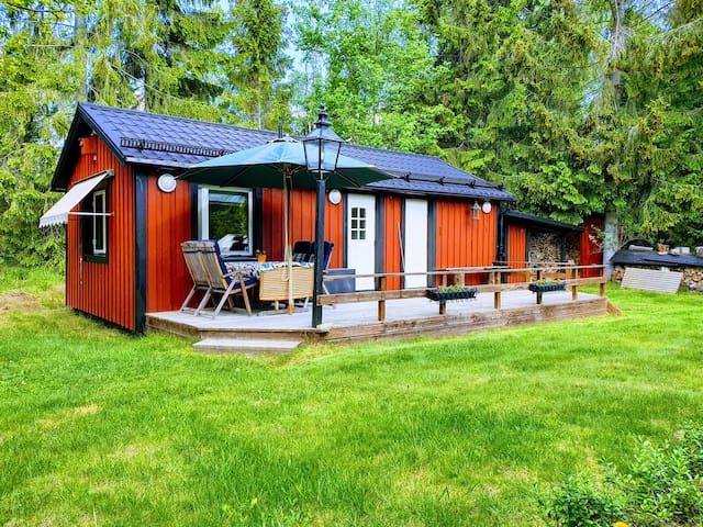 Our newly renovated guesthouse on Ingarö. Situated in the archipelago of Stockholm, 31 km from Stockholm city. Close to beaches and nature reserve, bus to Stockholm city  45 minutes.