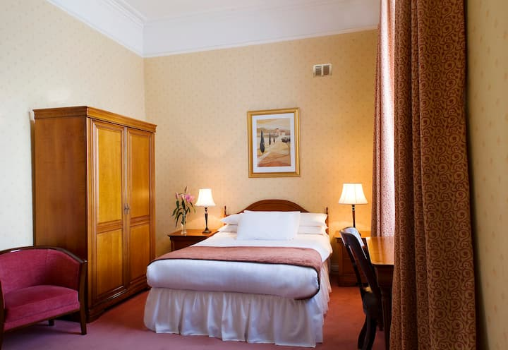 Trinity College Guest Rooms Double Ensuite Bedroom