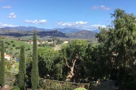 Secluded, Tuscany views, guesthouse
