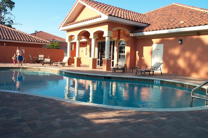 Fort Myers Condo (1st Fl) Mins to Beaches; Pool - Fort Myers - Apto. en complejo residencial