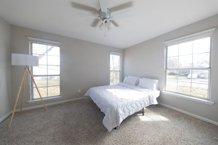 Dallas private room, 10 minutes from downtown