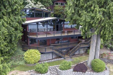 Stunning Pacific NW Lakehouse on 100' waterfront! - Kisház
