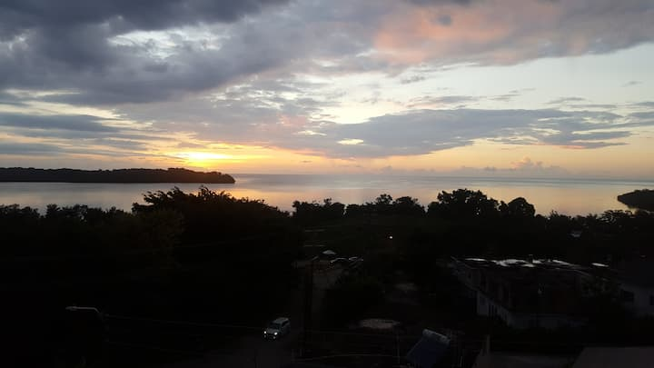 SEAVIEW APARTMENT- 7 MINS FROM NEGRIL BEACH