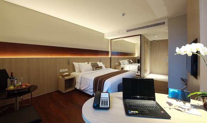 Studio unit for business travelers with kitchen