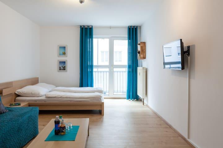 Neuer Boden im Wonzimmer. New floor in the living room.