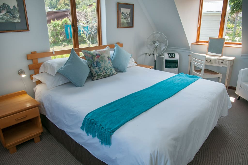 Bedroom 1 can also be twin beds