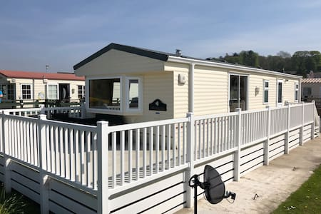 12 riverside view creetown caravan park