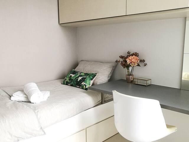 Lifestyle Suite   Single Bedroom