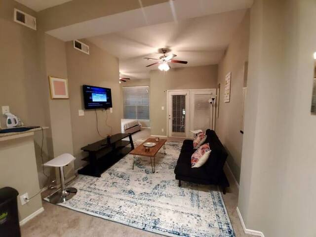 Monthly Rental Located in the Heart of Deep Ellum