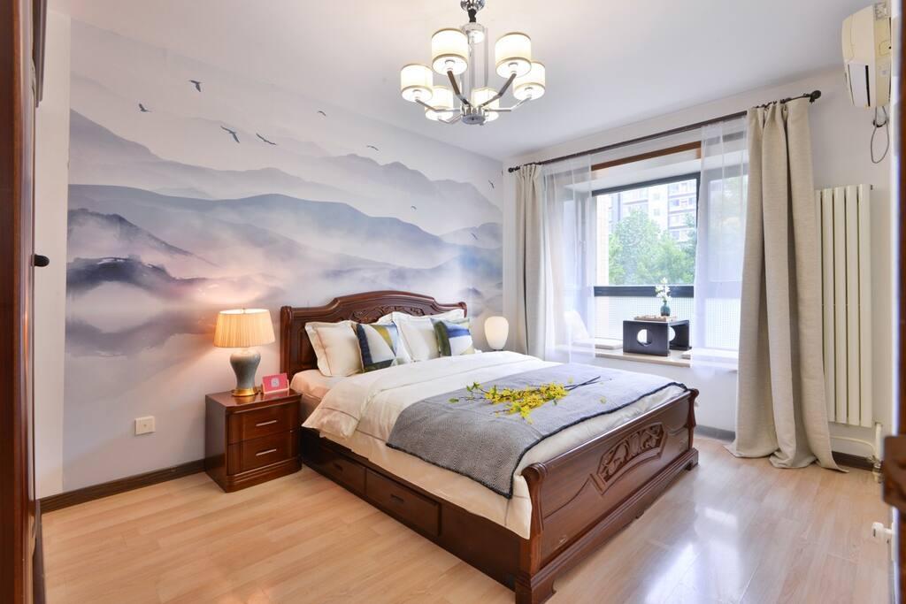 木质大床的卧室