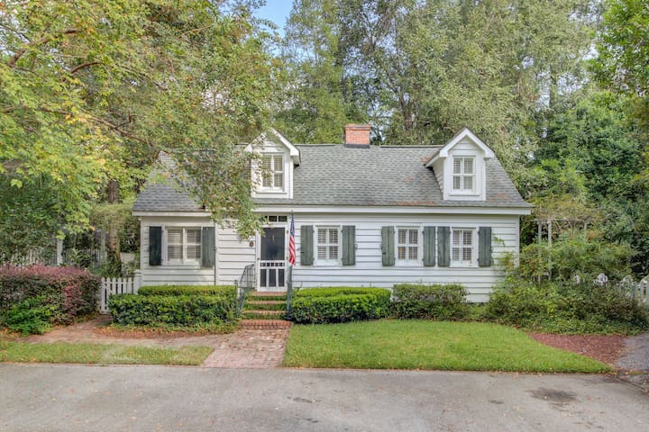 Historic Cottage Downtown Summerville