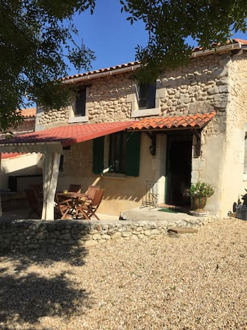 Peacefull quiet gîte/holiday home named Tournesol