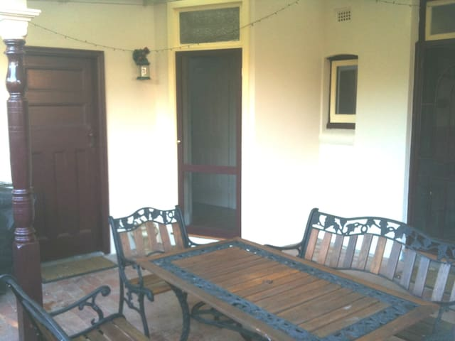 Quiet, Cosy Self Contained Flat close to transport - Bardwell Valley - Departamento