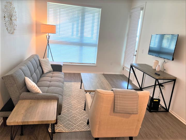 Comfy 2 Bedroom Suites in Hollywood