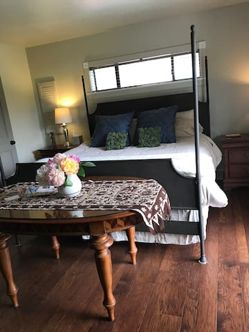 Deer Harbor suite with private entrance
