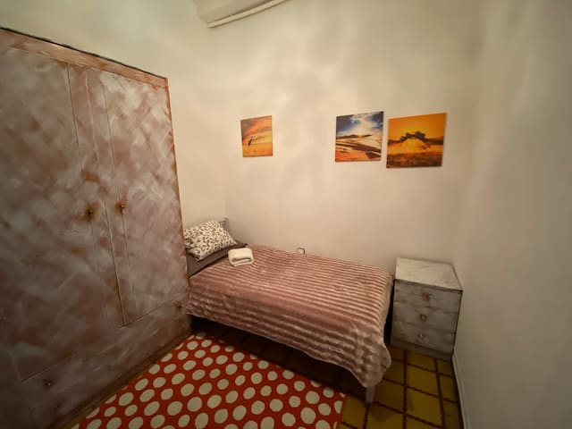 Single cosy room in the city center
